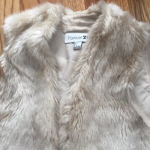 Forever 21 Jackets & Coats - FOREVER 21 - off white fur vest